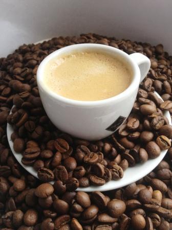 сколько  кофеина в  кофе в зависимости от сорта