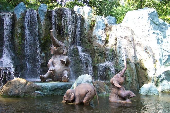 доволен как слон после купания