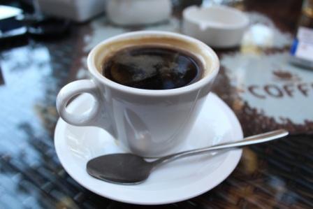 кофе с сахарной пудрой и ромом